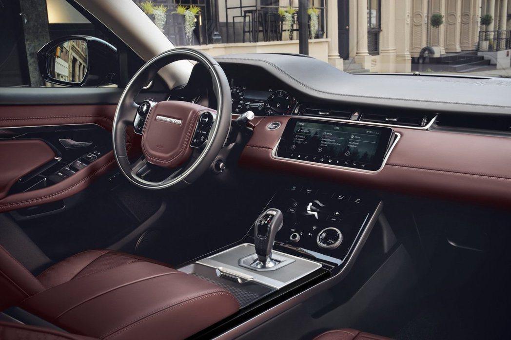 新世代Range Rover Evoque內裝承襲家族式的簡約優雅風格,而最大的...