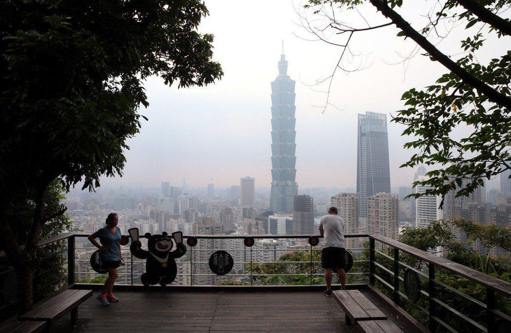 台灣在入秋之後便常遭逢空氣汙染。 記者林俊良/攝影