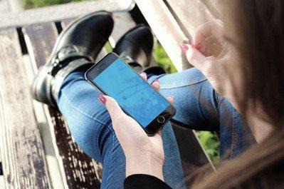 有家長認為贏家是屬於班上最後一個擁有手機的人。圖/pixabay