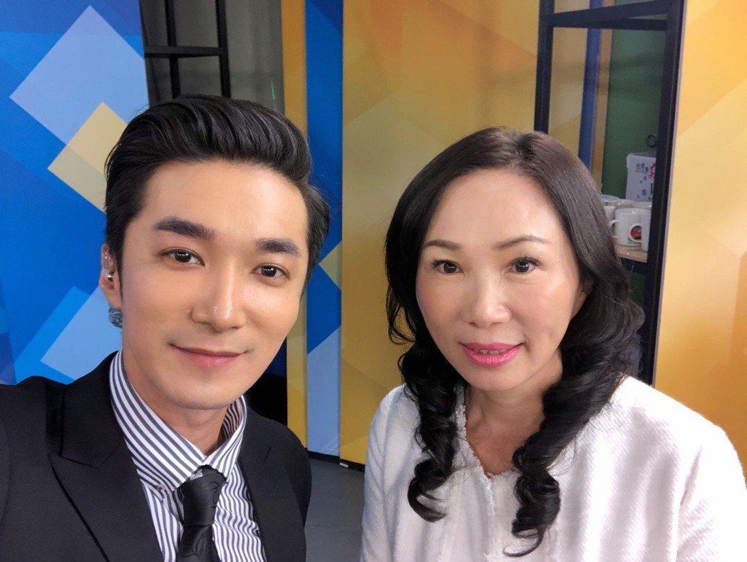 王又正(左)與韓國瑜夫人李佳芬合照  圖/王又正提供