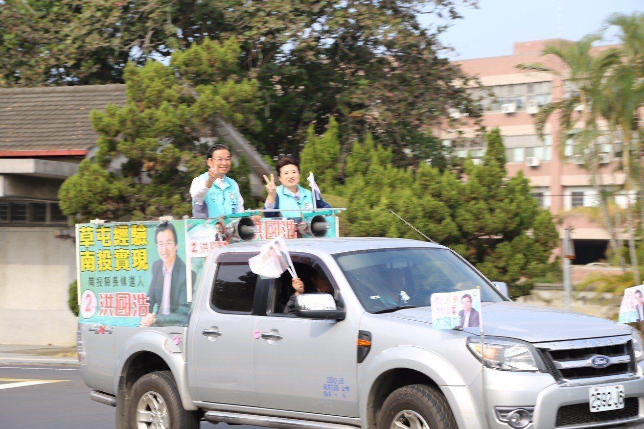 民進黨南投縣長候選人洪國浩上午以車隊在南投市區掃街。圖/洪國浩總部提供