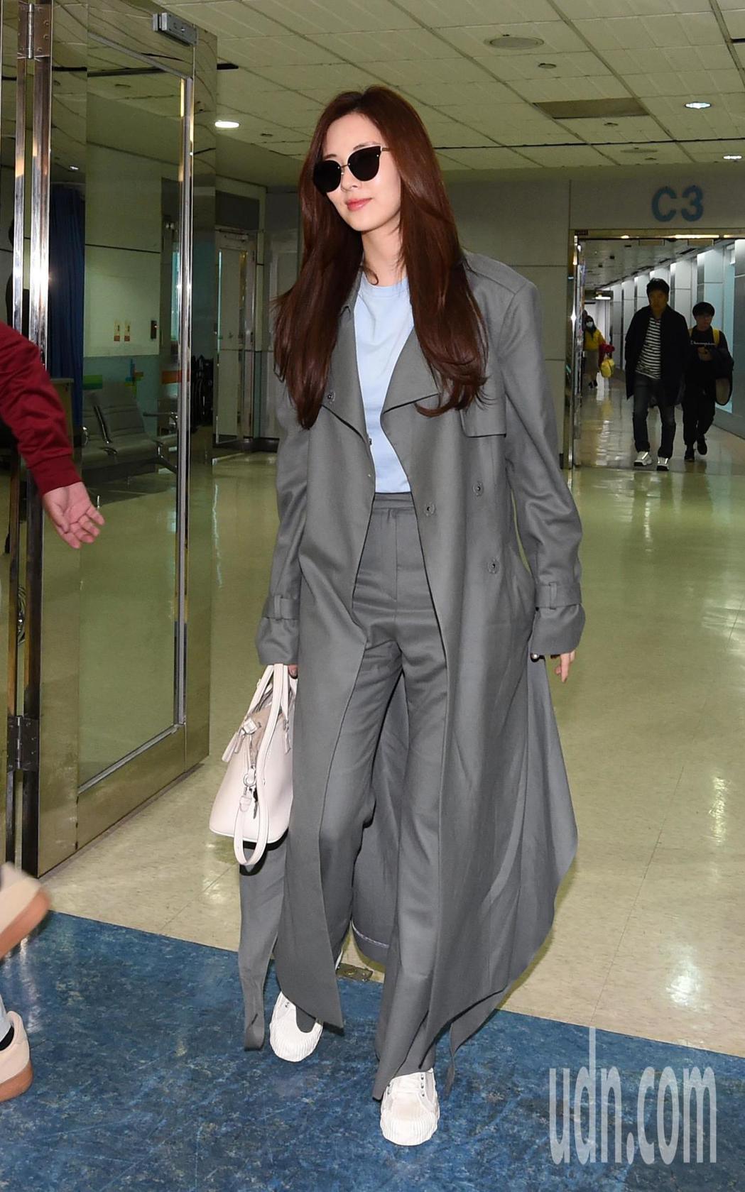 少女時代的徐玄下午搭機抵台,徐玄親切地跟粉絲及媒體打招呼。記者鄭超文/攝影