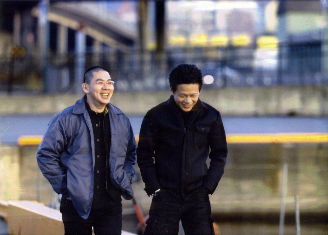 蔡明亮(左)在臉書上感謝多年同伴李康生(右)。圖/摘自臉書