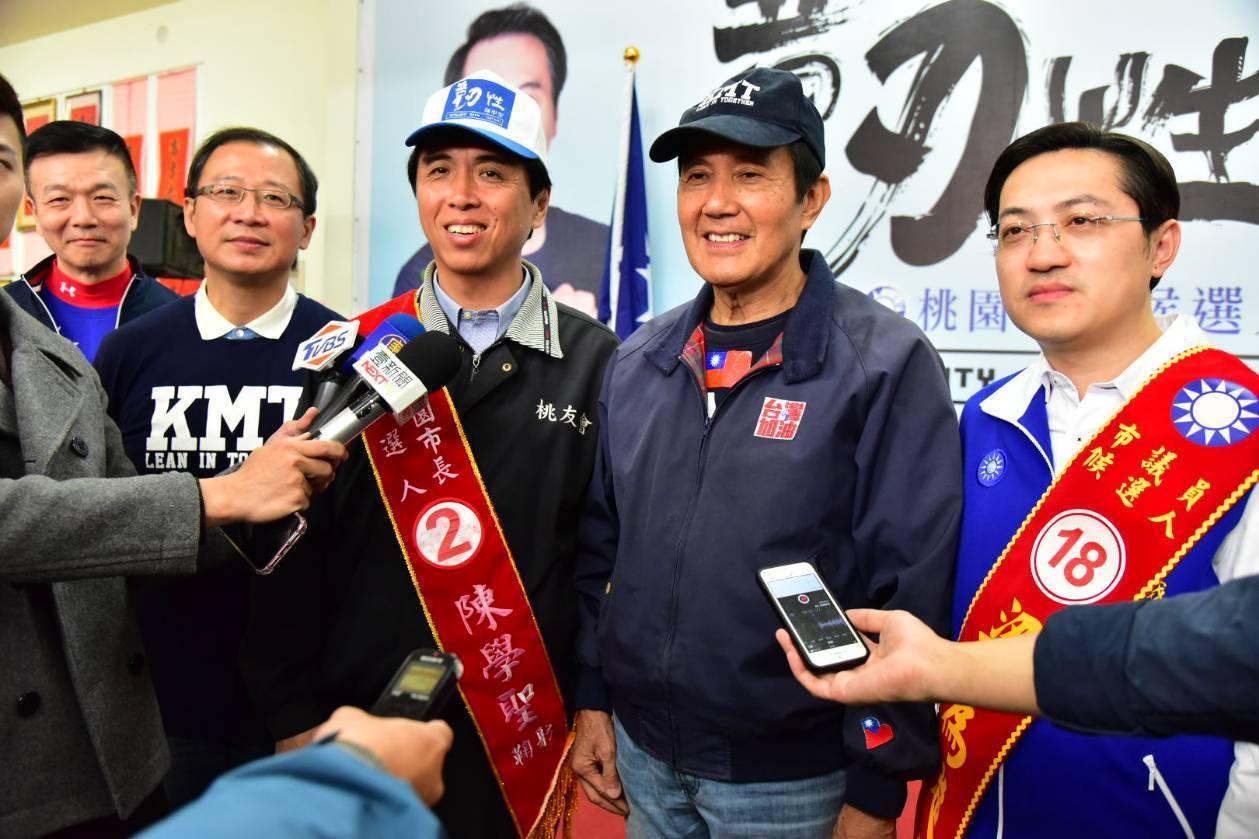 陳學聖(右3)形容馬英九是「暖流」,與韓國瑜「韓流」為桃園帶來勝選的強大「洋流」...