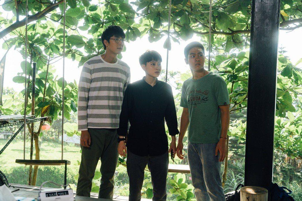 胡釋安(左起)、鄭靚歆、林孫煜豪演出「20之後」。圖/公視提供