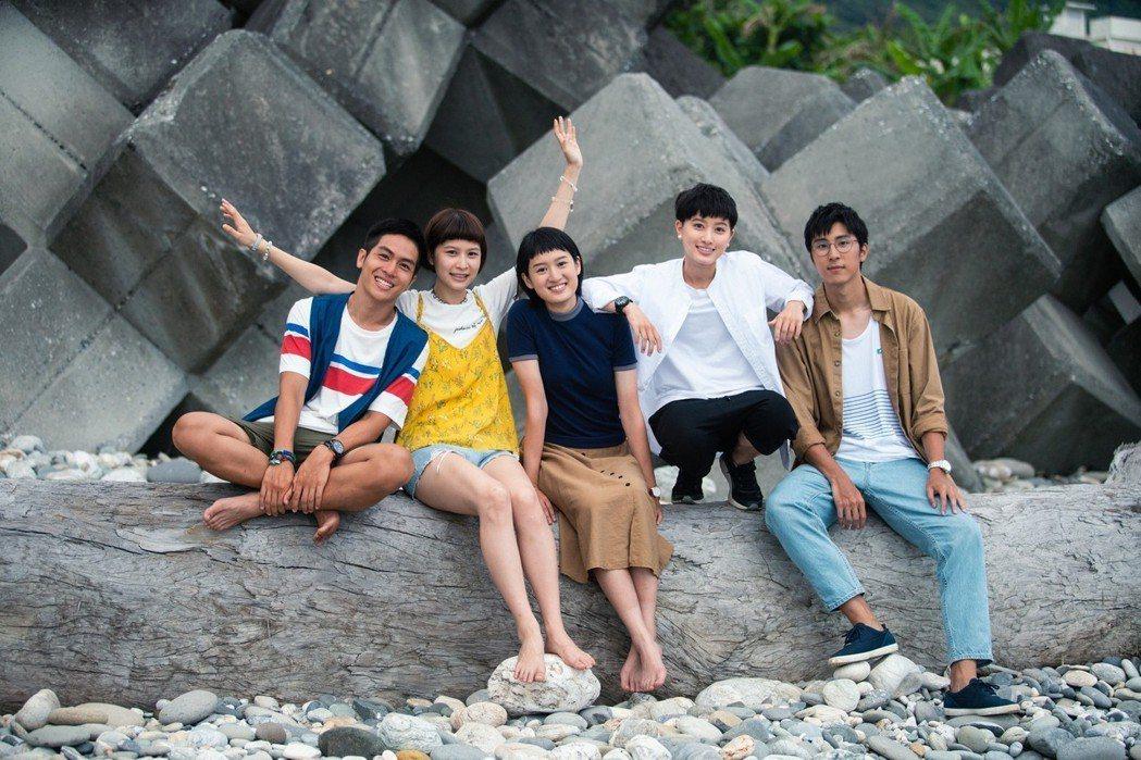 林孫煜豪(左起)、江沂宸、葉慈毓、鄭靚歆、胡釋安演出「20之後」。圖/公視提供