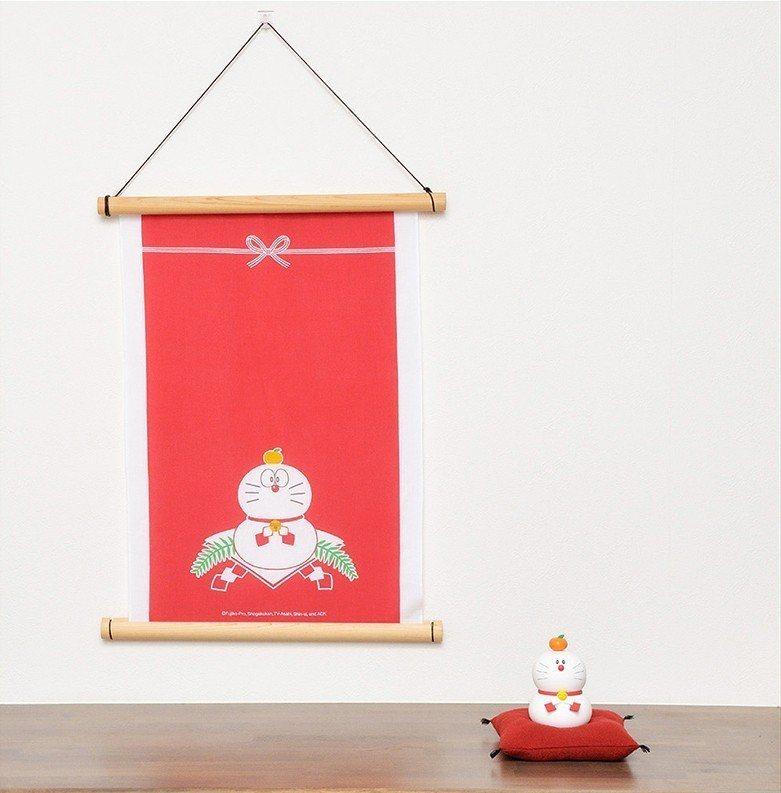 以哆啦a夢造型為主的鏡餅及掛軸。圖/擷取自日本郵便のネットショップ官網