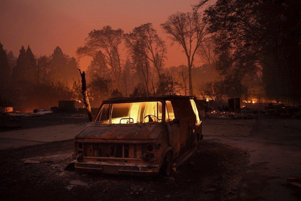 圖為日前北加州「坎普野火」肆虐景象。 美聯社
