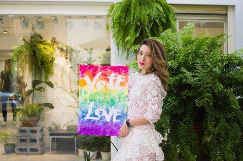 梁心頤(Lara)24日一早起來投票,接著南下活動奔波挺同志活動,她曾開玩笑說50歲之後如果沒男友就跟女生在一起,問她是否有被女生求愛的經驗,她笑說:「有女性告白過但不算認真被追求。」她力挺婚姻平權...
