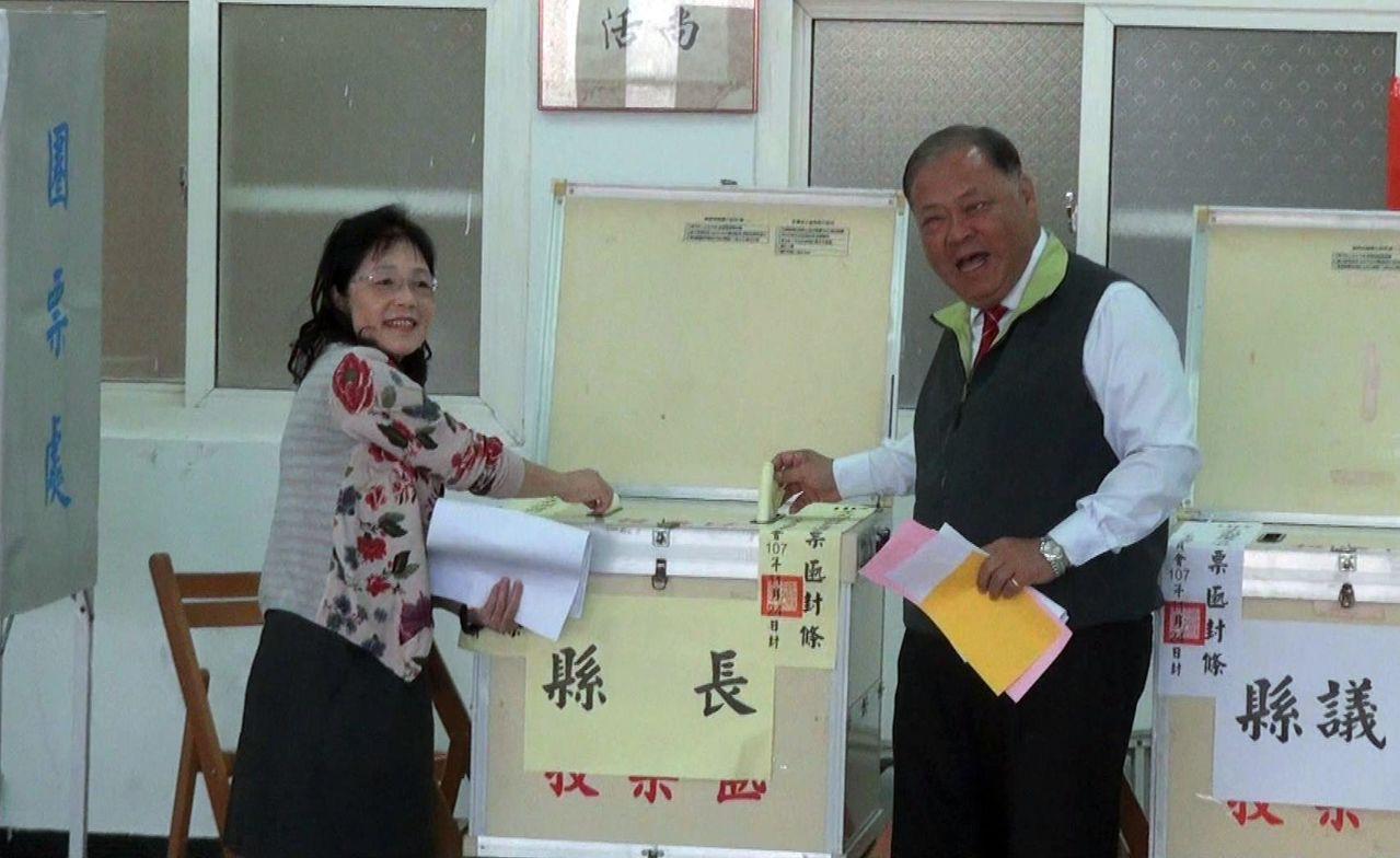 尋求連任的澎湖縣長陳光復,今早與妻子一起前往投票,他表示,「美好的仗已經打過了」...