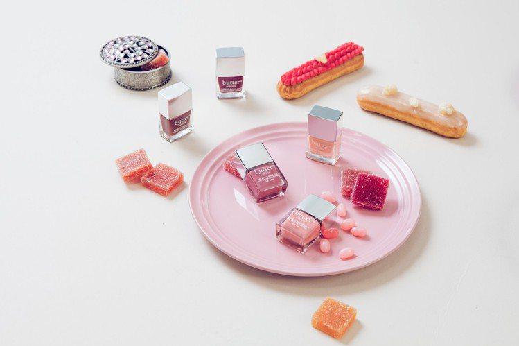 利用指甲油玩跳色,讓纖纖玉指更有時尚態度。圖/butter LONDON提供