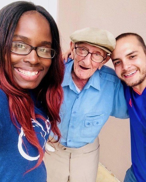 邁阿密公司「Papa」,提供老人「乖孫出租」服務,透過APP預約一位大學生,來陪...