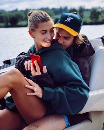 小賈斯汀與未婚妻海莉鮑德溫先前被傳2人早就結婚,只是尚未補行婚禮,他們遲遲不對外證實,22日適逢海莉22歲生日,當天同時也是感恩節,小賈斯汀則在自己的Instagram上對海莉深情告白,並首度證實自...