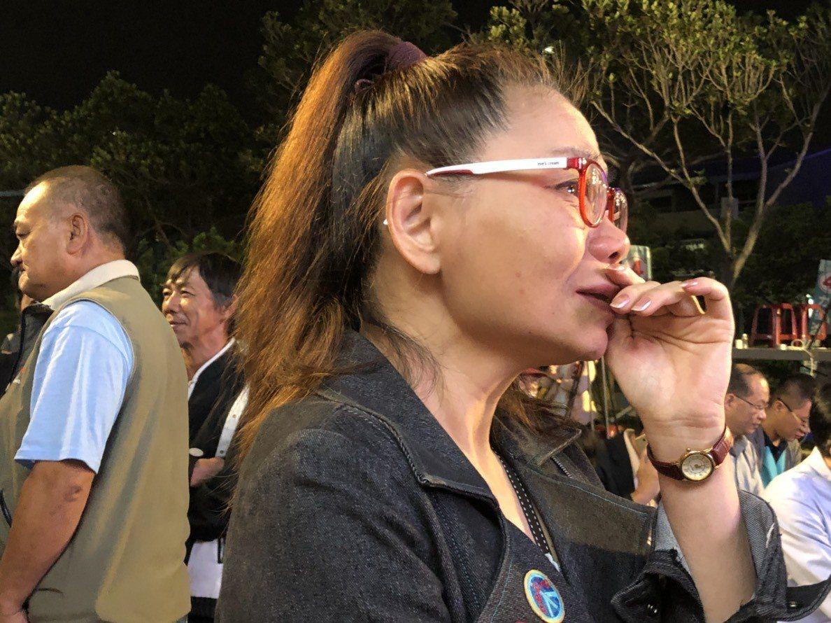 總部志工張淑玲邊看開票邊落淚,她說,在她心裡涂市長沒輸,「涂醒哲是繼許世賢市長後...