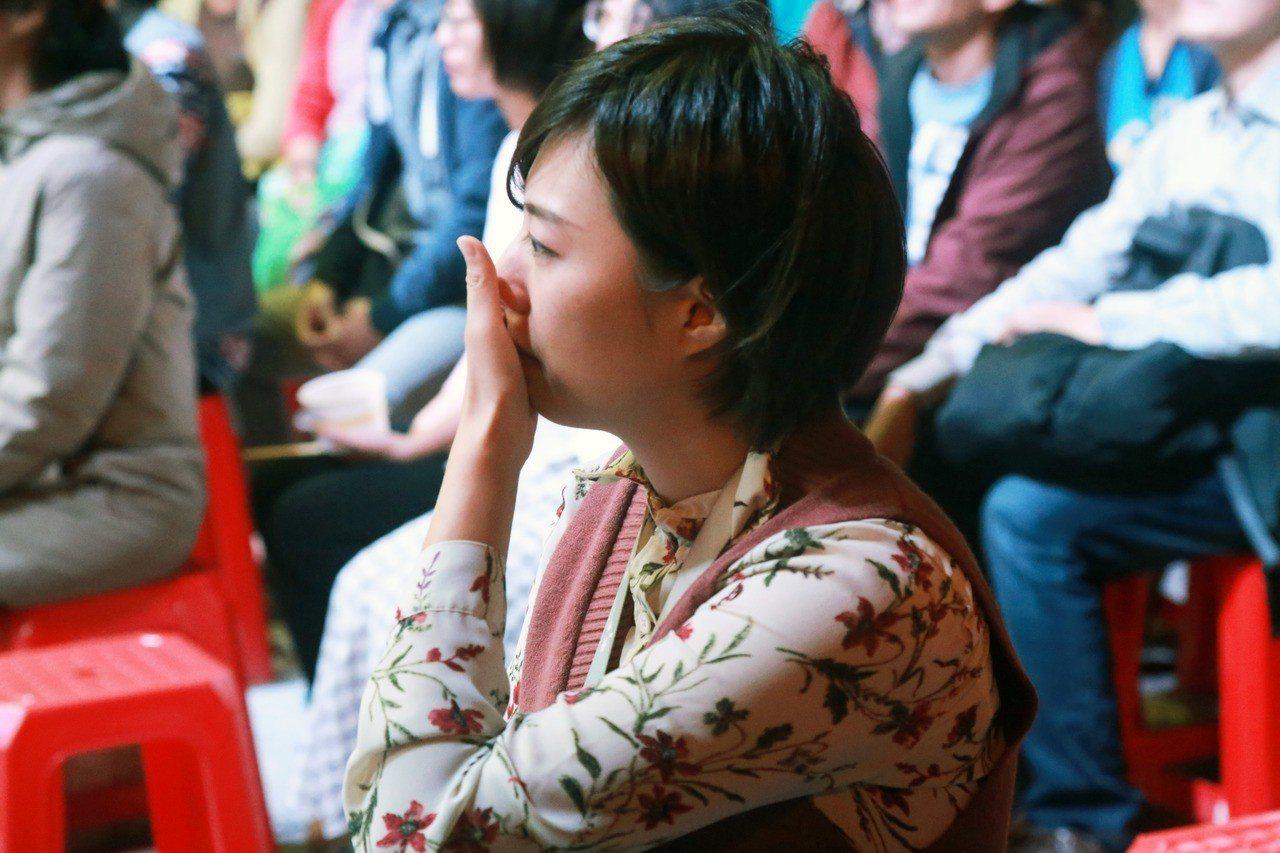 徐欣瑩幕僚學妹李玫,不捨流淚。記者郭宣彣/攝影