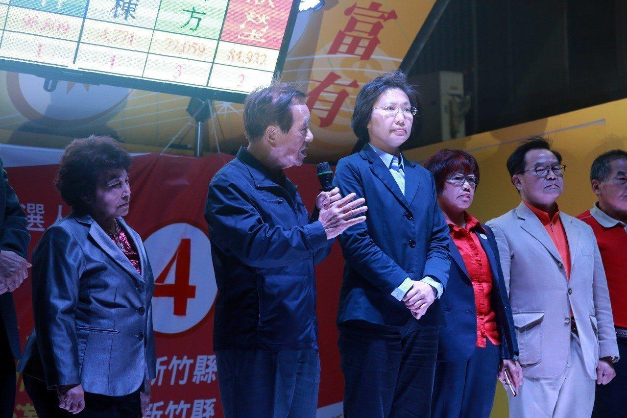 徐欣瑩競選團隊感謝各界支持。記者郭宣彣/攝影