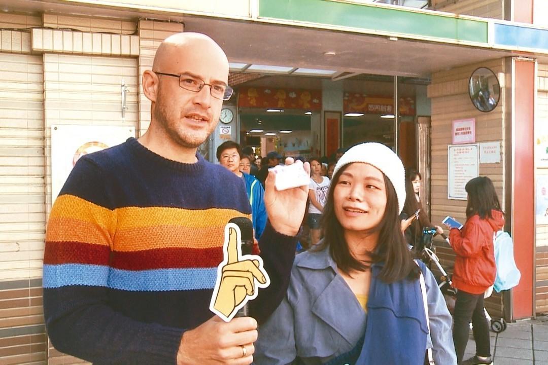 藝人吳鳳(左)與老婆(右)。報系資料照 記者傅啟皇/攝影