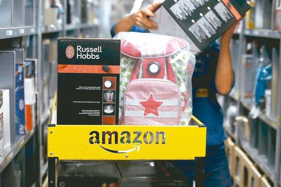 亞馬遜23日下午宣布,消費者在黑色星期五的購買量達到「破紀錄的水準」。 路透