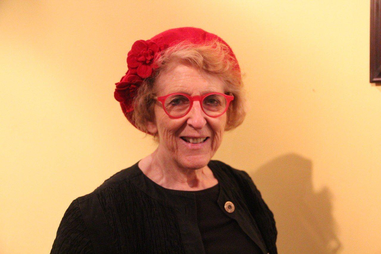 和米爾克同年當選市議員的希爾(Carol Ruth Silver)。 世界日報記...