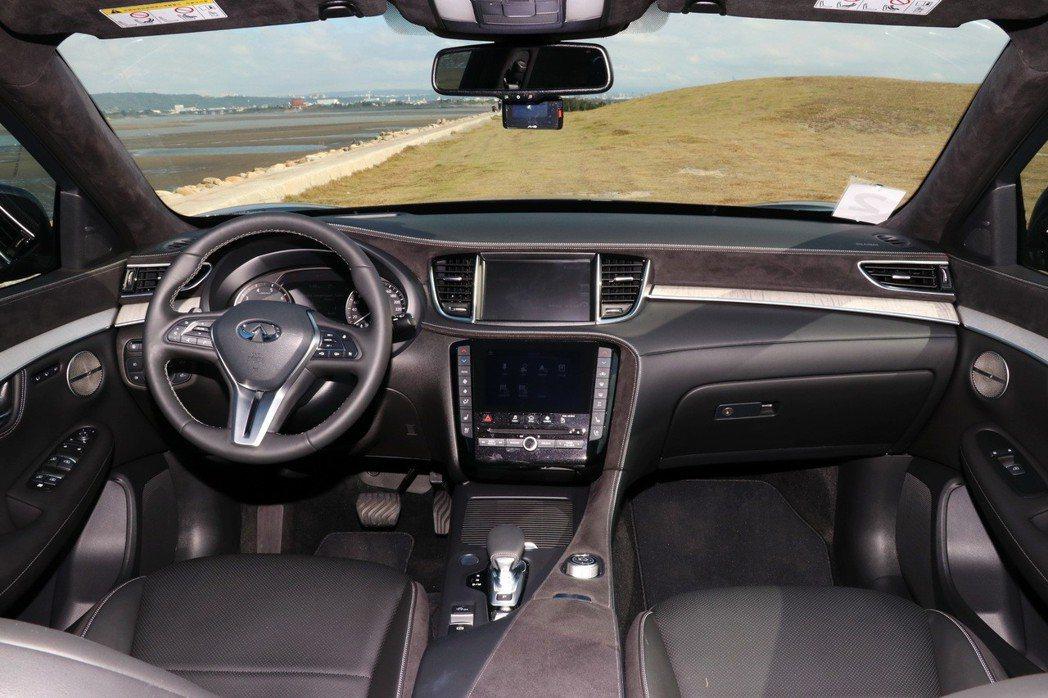 車室內裝維持INFINITI品牌特色。 記者陳威任/攝影