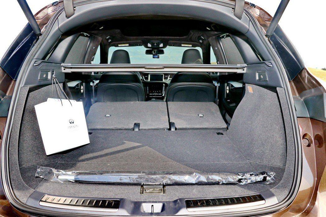 INFINITI QX50的後車廂表現較前一代車型大為提升。 記者陳威任/攝影