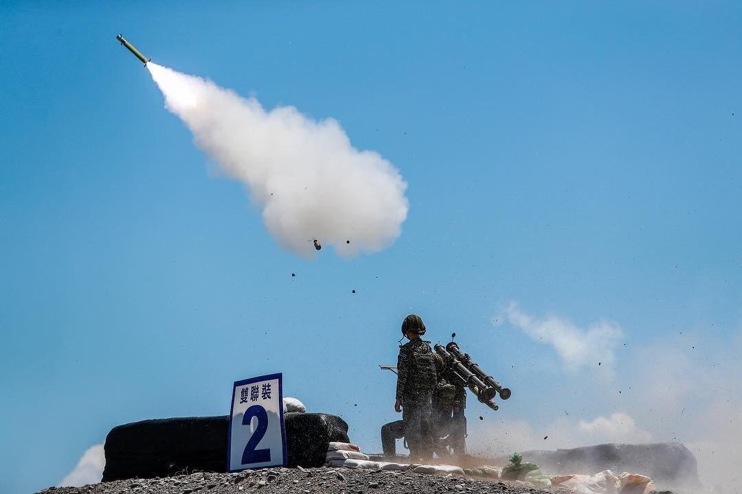 海軍陸戰隊所屬部隊日前在南部實施雙聯裝剌針防空飛彈的實彈射擊測考,國防部透過軍媒...
