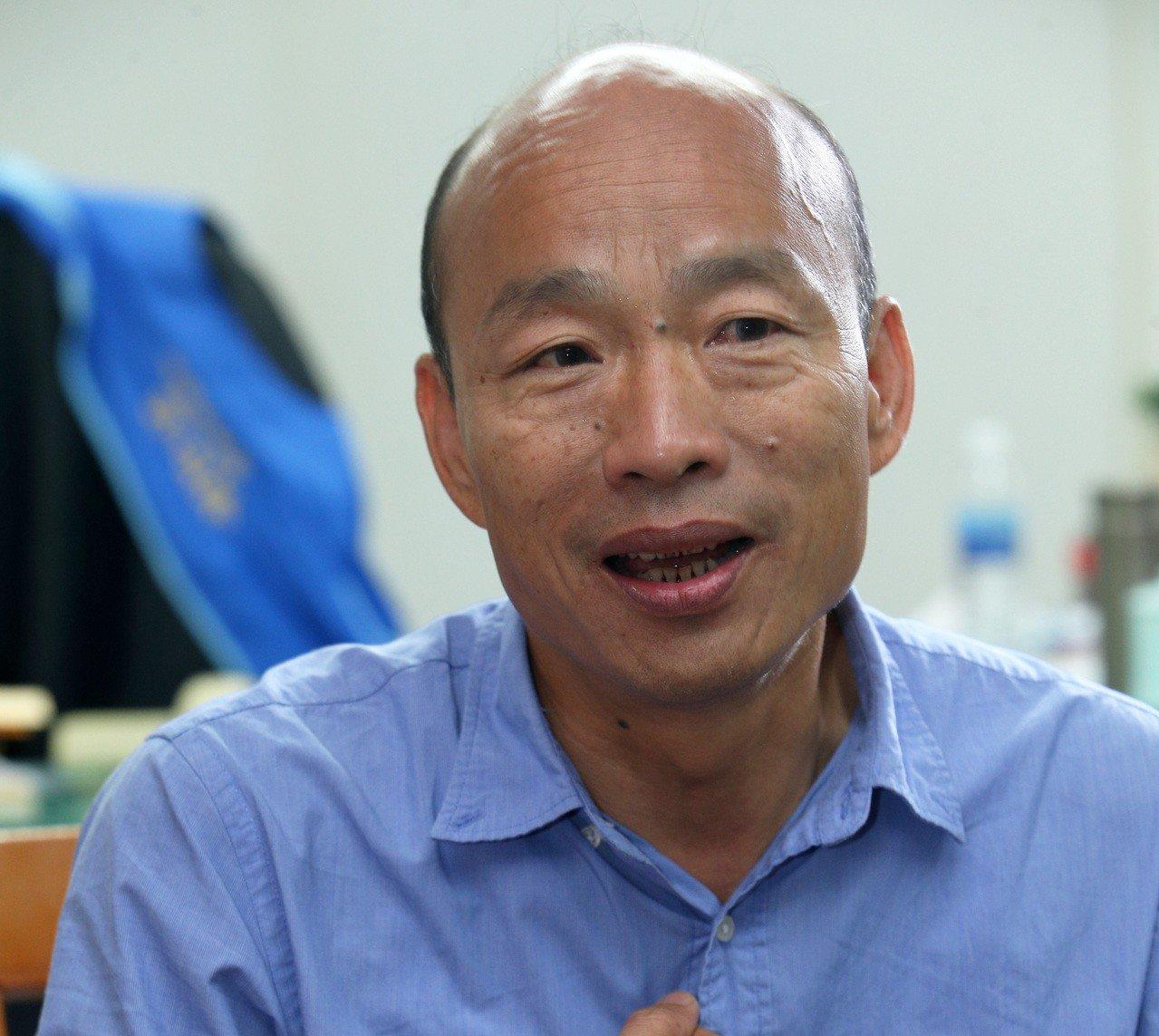高雄市長當選人韓國瑜勝選後接受本報獨家專訪,他表示不會換位子換腦袋 。 記者劉學...