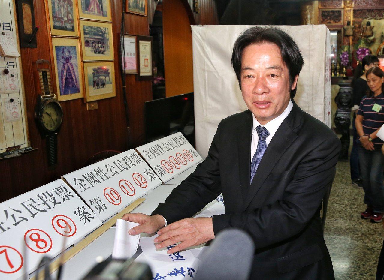 行政院長賴清德昨天回到戶籍地台南,投下公投選票。記者鄭清元/攝影
