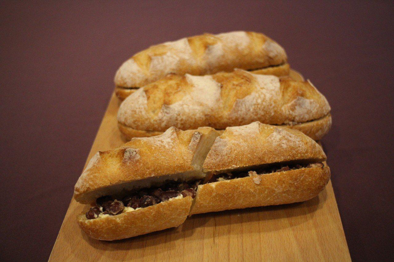 紅豆牛奶法國麵包。記者吳姿賢/攝影