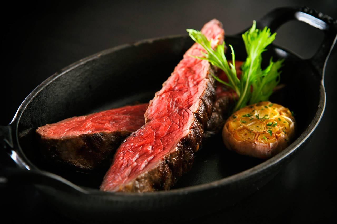 維多麗亞酒店推出老饕牛排單人套餐券,可享有76折優惠。圖/維多麗亞酒店提供