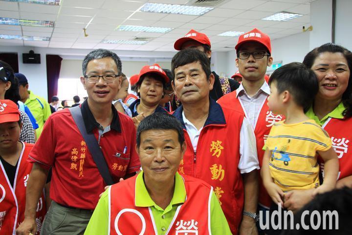 勞動黨這次只有在竹縣推出席次,新埔陳新源(前)、湖口羅美文(中)兩人都成功選上議...