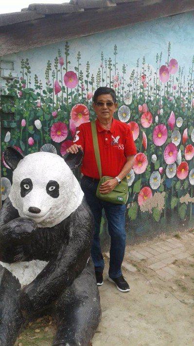 吳先生在接受減重縮胃手術後,體重降到64公斤,與之前的肥胖模樣,判若兩人。圖/安...
