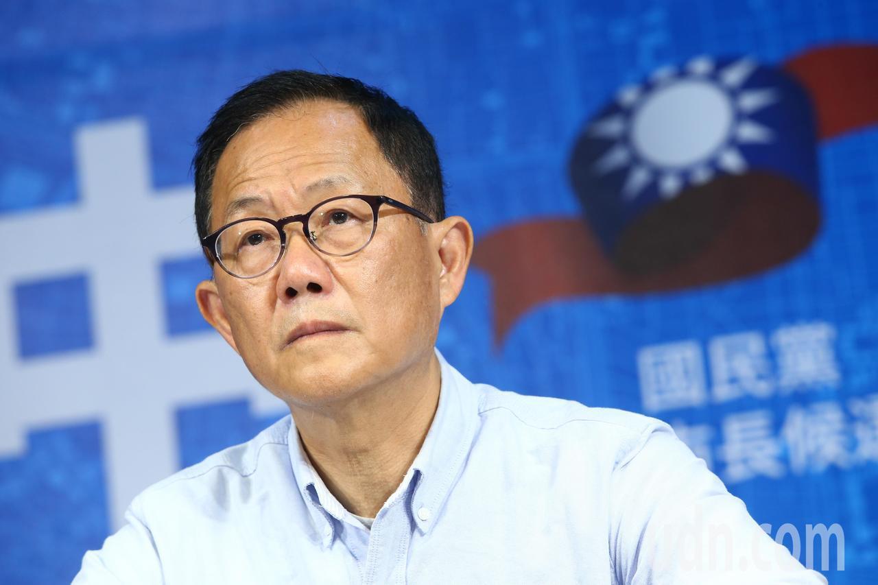 國民黨台北市長候選人丁守中今天開記者會痛批中選會,他表示台北是唯一有操作棄保的選...