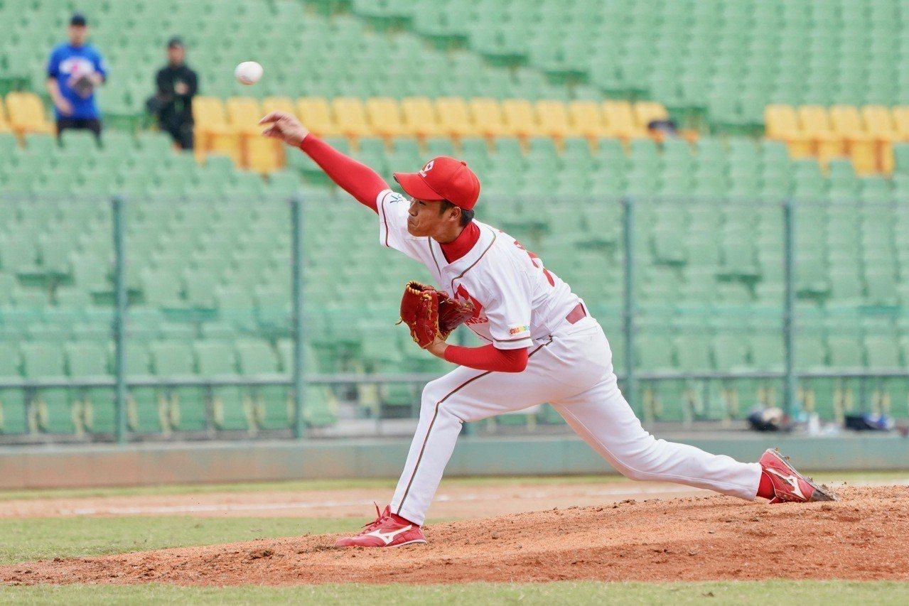 2018年亞洲冬季棒球聯盟,日本社會人隊先發阿部翔太。記者蘇志畬/攝影