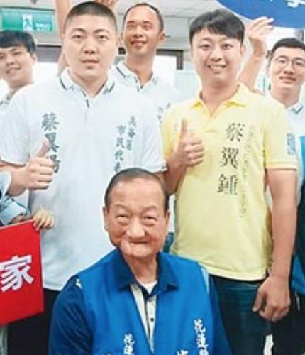 花蓮縣議員蔡啟塔和兩個市民代表兒子蔡翼陽、蔡翼鍾,一家三口也全都上榜。圖/翻攝