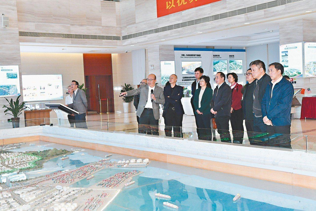 四川省聯合考察組赴廣西考察,加強推進兩地發展海峽兩岸產業合作區建設的合作機制。 ...