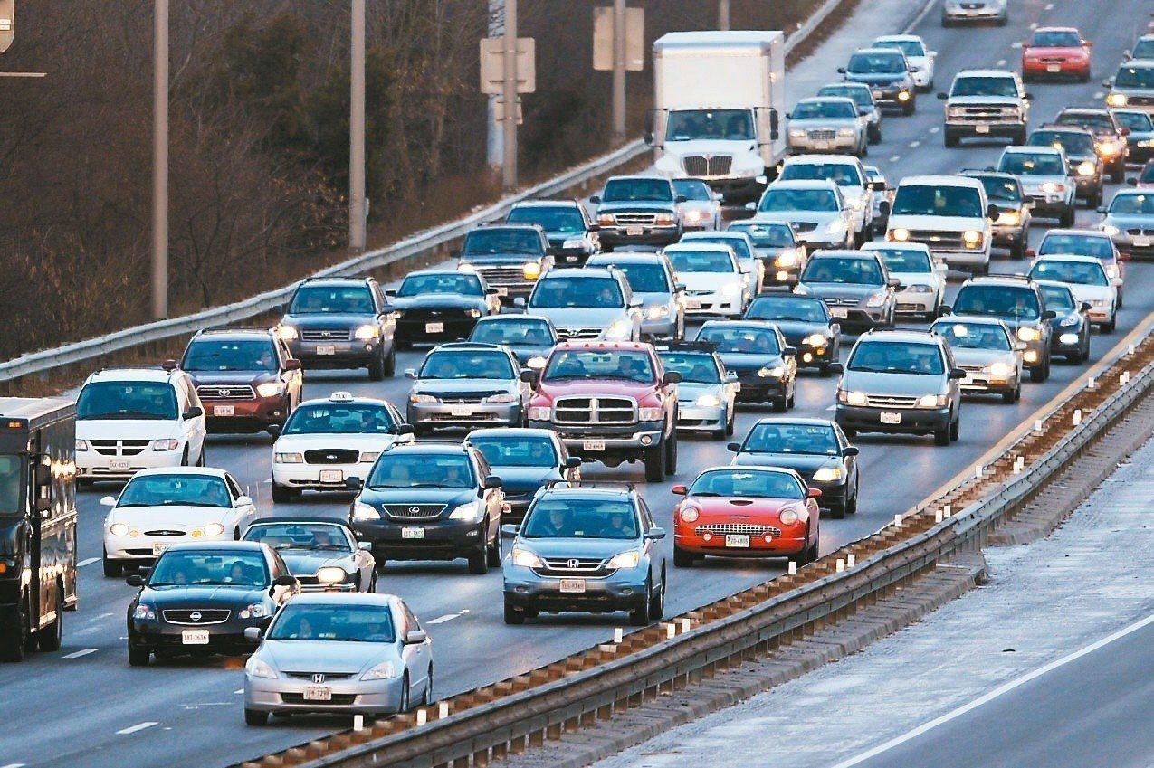 經UBI認證的優良駕駛,任意車險保費最高可減少25.8%。 圖/聯合報系資料照片