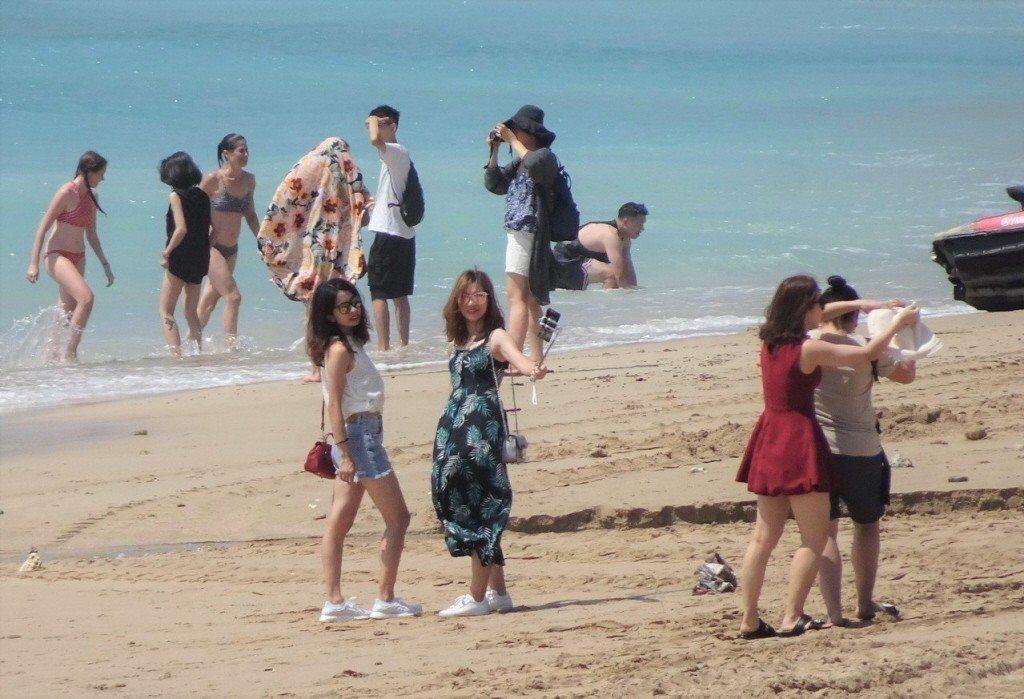 中央大學台灣經濟中心主任吳大任表示,選舉結果藍軍大贏,可以預見未來兩岸關係將大幅...