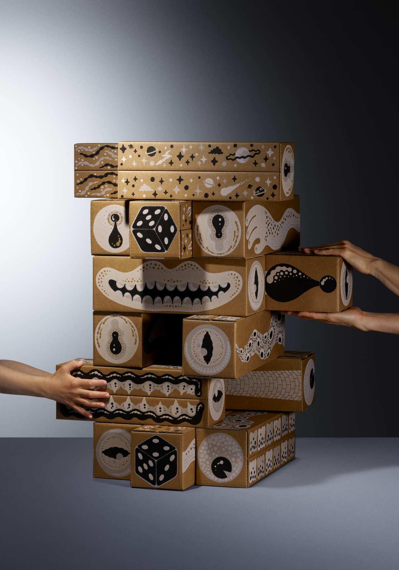 疊疊樂遊戲組利用24個吸睛的大型積木,可以堆疊出孩子最愛的堡壘,大人小孩也可以一...