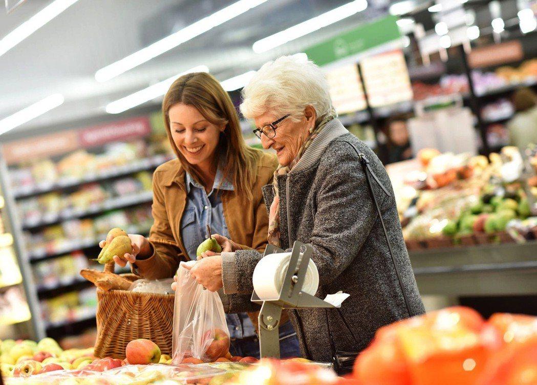 使用者只要付15或30美元月費,就可以請「孫兒」來幫忙打掃或陪買菜。圖/Papa...