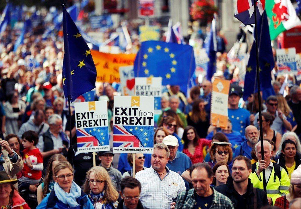 「脫離脫歐泥沼!」隨著英國脫歐談判進入了倒數階段,廢除脫歐決定、舉行二次脫歐公投...