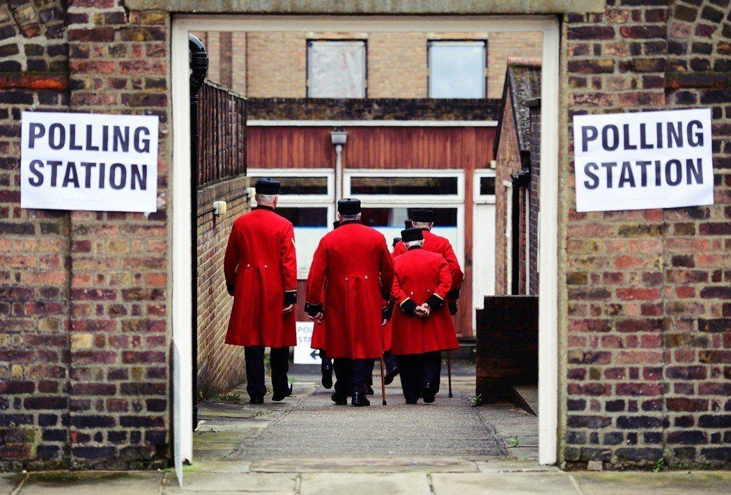 2016年的公投並非根據某個法案所觸發,照理來說它必須經由國會審理、辯論公投後的...