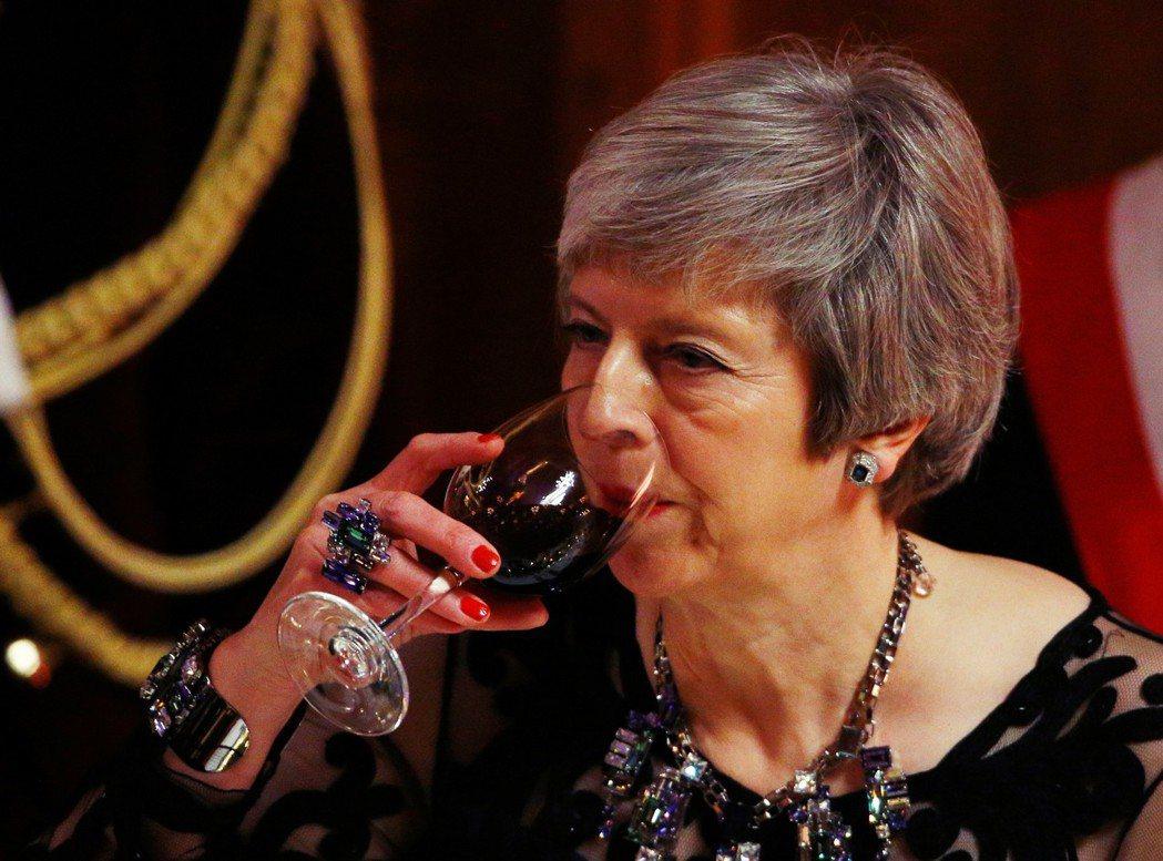 脫歐的苦酒,梅伊最懂,Keep walking, Brexiteer——被黨内硬...