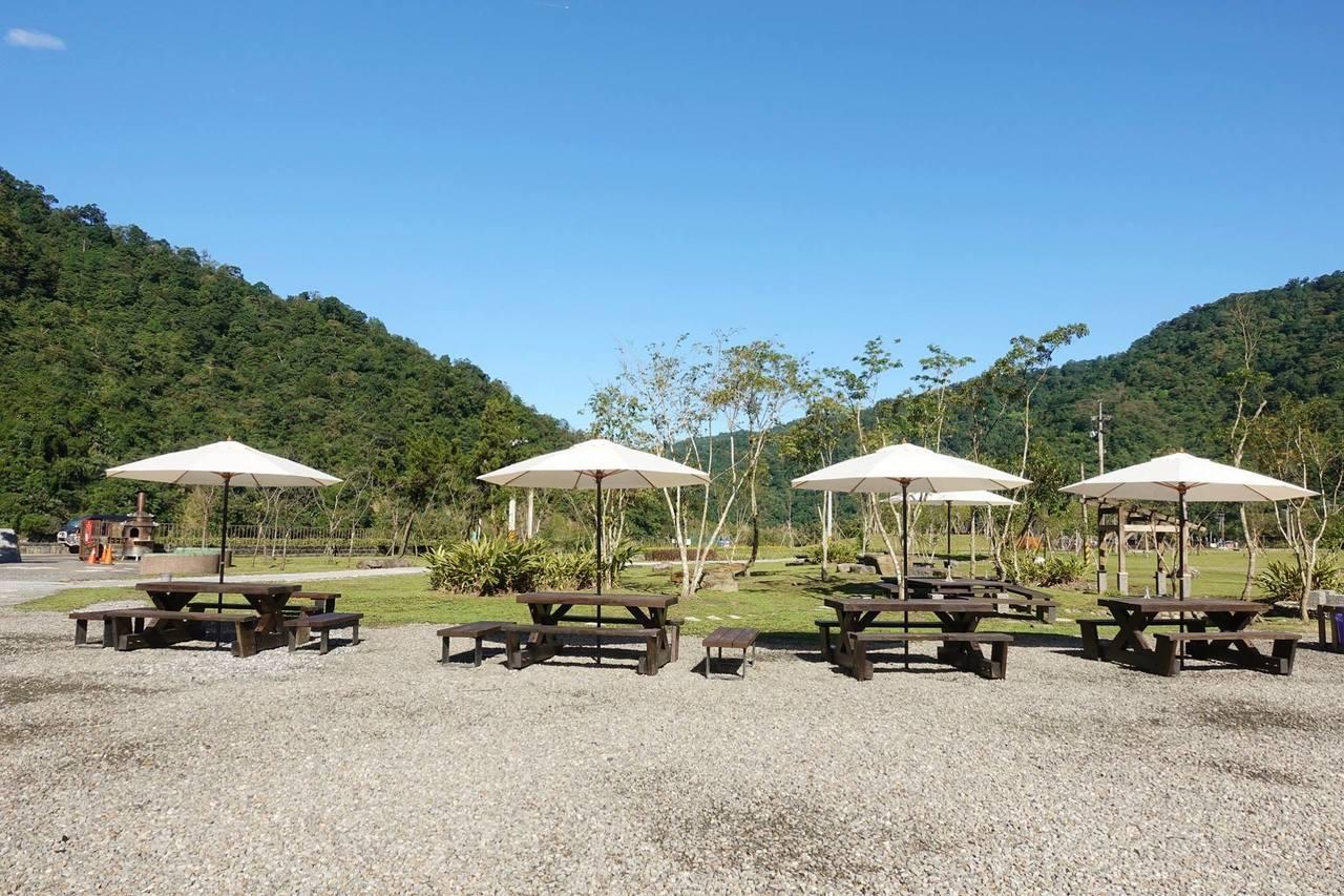 桌椅有變多一些,假日可能還是不夠用,可自備野餐墊。 圖/宜蘭ㄚ欣的美食日誌FB授...