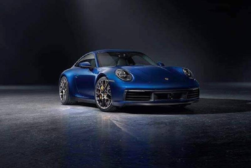 從新Porsche 911畫質不高的流出照還是看出車身更豐滿了。 摘自Carsc...