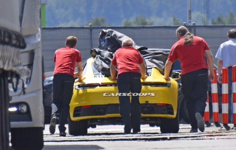 新一代Porsche 911(992)在測試時就已經毫無偽裝。 摘自Carscoops
