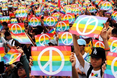 公投降低門檻,為台灣同志運動增添矛盾。圖/路透社