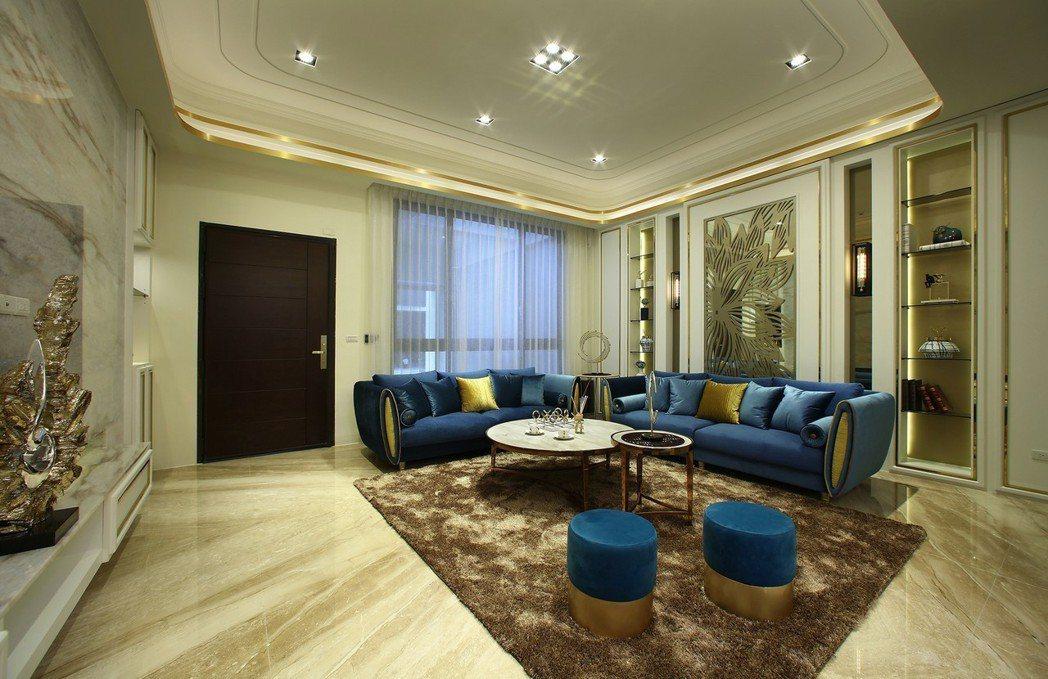 大器寬闊客廳地板採用高級天然石材,更顯主人優雅氣度。圖片提供/瀚豐泰建設