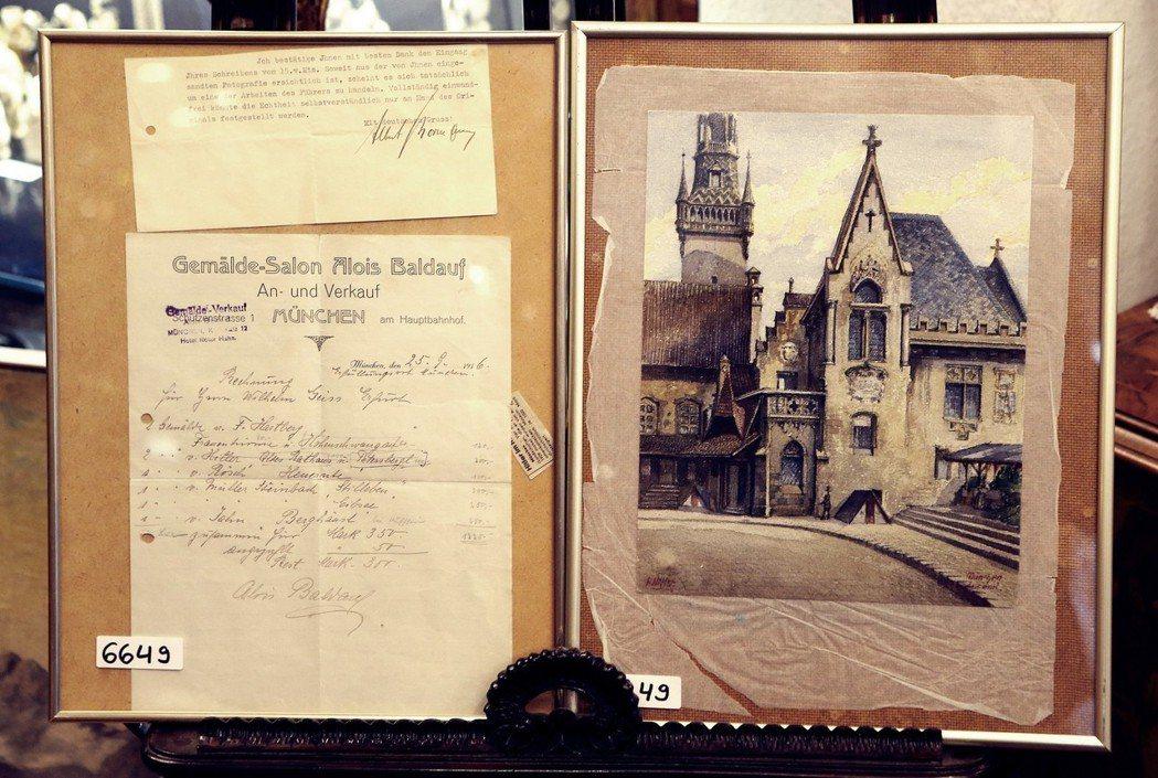 希特勒的水彩畫《舊城鎮中心》以及他當初的賣畫收據證明;這幅藝術價值不高的畫作,在...