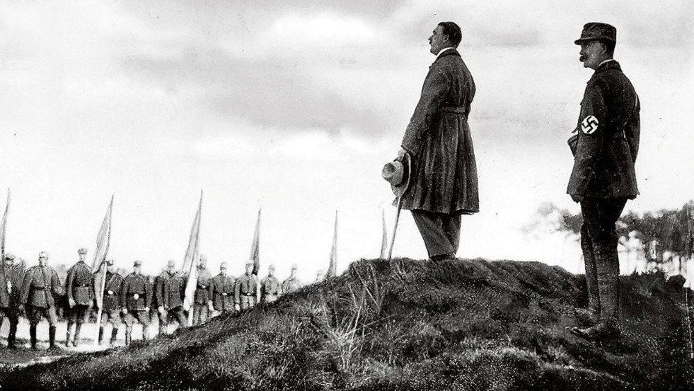 1923年11月9日,阿道夫在慕尼黑以暴力策動了「啤酒館政變」。雖然政變失敗,卻...